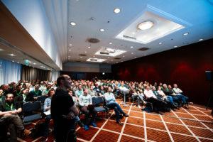 Photo von Gernot Starke im vollen Konferenzsaal